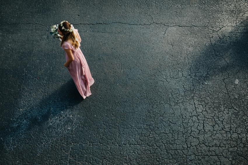 bridesmaid walking to outdoor reception